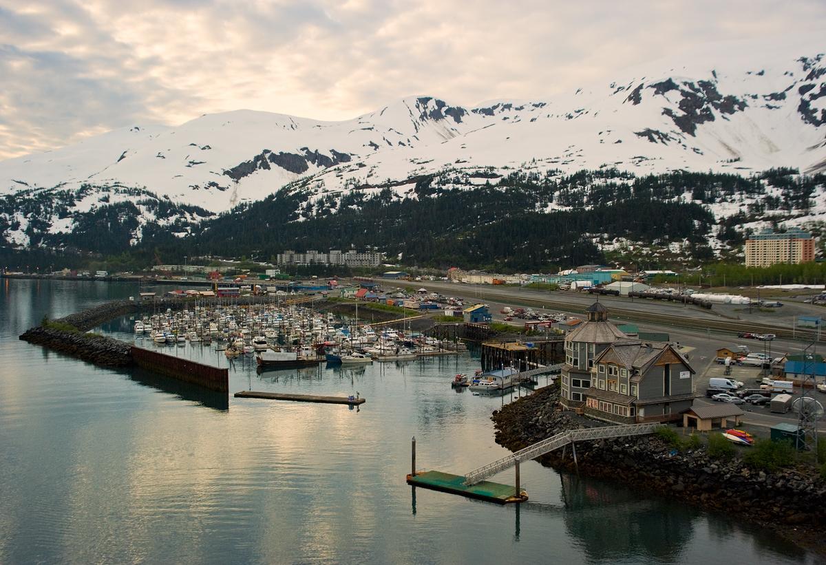 Всички жители на Уитиър, Аляска живеят в една сграда